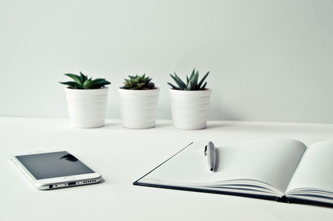 Travailler d'avec un ordinateur portable plutôt qu'un téléphone.